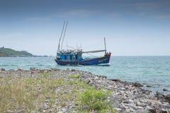 Fischerbootsegel auf dem Meer Stockfoto
