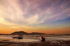 Fischerbootsonnenuntergang Stockfotografie