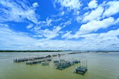 Fischerdorf im thailändischen Meer Stockbild
