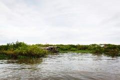 Fischerdorf in Kambodscha stockfotos