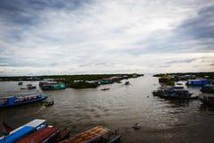 Fischerdorf in Kambodscha lizenzfreies stockfoto