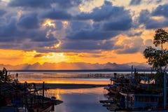 Fischerdorf in Thailand sein authentischer lokaler Platz mit alten Traditionen stockbild