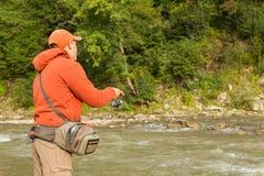 Fischerei auf dem Fluss Lizenzfreie Stockfotografie
