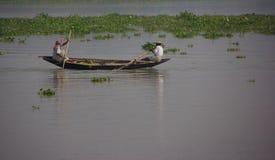 Fischerei auf dem Ganges lizenzfreie stockbilder