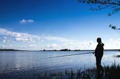 Fischerei auf der Flussbank 7 Lizenzfreies Stockbild