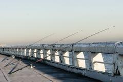 Fischerei auf einem Pier Stockbild