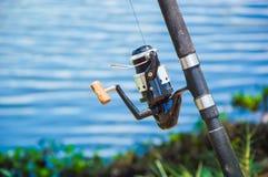 Fischerei auf Ufergegend Lizenzfreies Stockfoto
