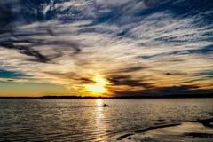 Fischerei bei Sonnenuntergang Stockbild