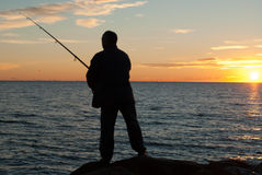 Fischerei bei Sonnenuntergang Lizenzfreie Stockfotos