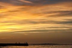 Fischerei bei Sonnenuntergang Stockfotos