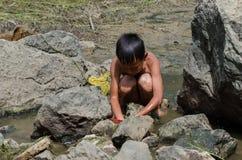Fischerei in den Kindern lizenzfreie stockbilder