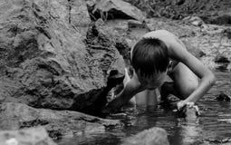 Fischerei in den Kindern lizenzfreie stockfotografie