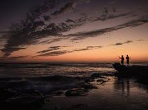 Fischerei an der Dämmerung Stockfotos