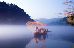 Fischerei an der Dämmerung stockbilder