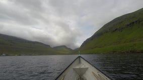 Fischerei in der Landschaft stock video
