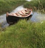 Fischerei des hölzernen Bootes Stockfotos