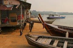 Fischerei des kleinen Dorfs lizenzfreies stockbild