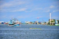 Fischerei des Schiffs in Andaman-Meer Thailand Lizenzfreie Stockfotos