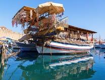 Fischerei des Schiffs, Rhodos, Griechenland lizenzfreies stockbild