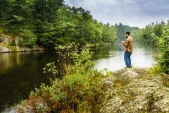Fischerei im Regen Lizenzfreie Stockfotografie