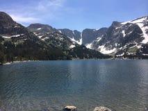 Fischerei in Montana Lake Lizenzfreie Stockfotos