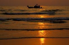Fischerei am Sonnenuntergang Lizenzfreies Stockfoto