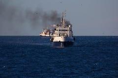 Fischerei von Schiffen im Ozean Lizenzfreie Stockbilder