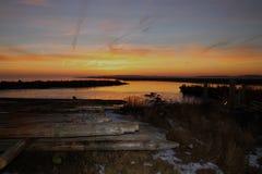 Fischerei von Stangen im Sonnenuntergang Lizenzfreie Stockbilder