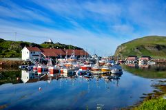 Fischereihafen Kamoyvaer in Nord-Norwegen Stockbilder