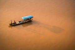Fischerman auf Yangziriver stockfotografie