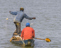Fischerman im Boot Stockfotografie