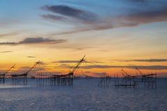 Fischernetz mit schönem Sonnenaufgang Lizenzfreie Stockfotografie