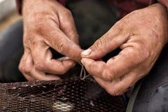 Fischernetz-Reparatur Lizenzfreie Stockfotos
