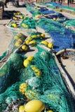 Fischernetze im Hafen von Santa Pola, Alicante-Spanien Stockfotos