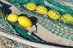 Fischernetze im Hafen von Santa Pola, Alicante-Spanien Stockbild