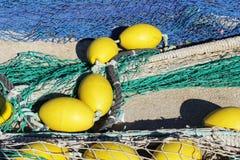 Fischernetze im Hafen von Santa Pola, Alicante-Spanien stockbilder