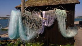 Fischernetze trocknen auf dem Stiel lizenzfreie stockfotografie