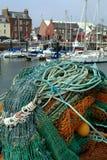 Fischernetze u. Arbroath Hafen, Schottland Stockfotos