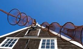 Fischernetze vor der Hütte des Fischers Stockfotografie
