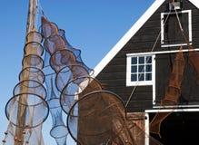Fischernetze vor der Hütte des Fischers Stockfotos