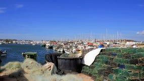 Fischernetzhummerkrabben-Panzerkrebsfallen auf Fischereihafen Stockbild