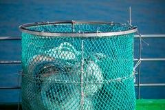 Fischfalle am Hafen stockfotos