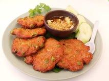 Fischfrikadelle mit gebratenem Paprika-Curry stockfotografie