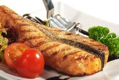 Fischgerichte - Lachssteak lizenzfreie stockfotos