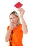 Fischio della donna matura e cartellino rosso di salto di tenuta immagine stock