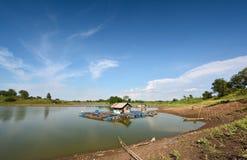 Fischkäfige mit blauem Himmel Lizenzfreie Stockfotografie