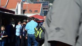Fischmarkt in Bergen, Norwegen stock video footage