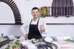 Fischmarkt und Mann Lizenzfreies Stockfoto
