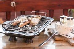 Fischstange zu Hause gebacken auf dem Grill Stockfoto