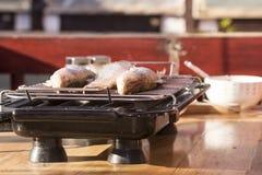 Fischstange zu Hause gebacken auf dem Grill Lizenzfreie Stockbilder